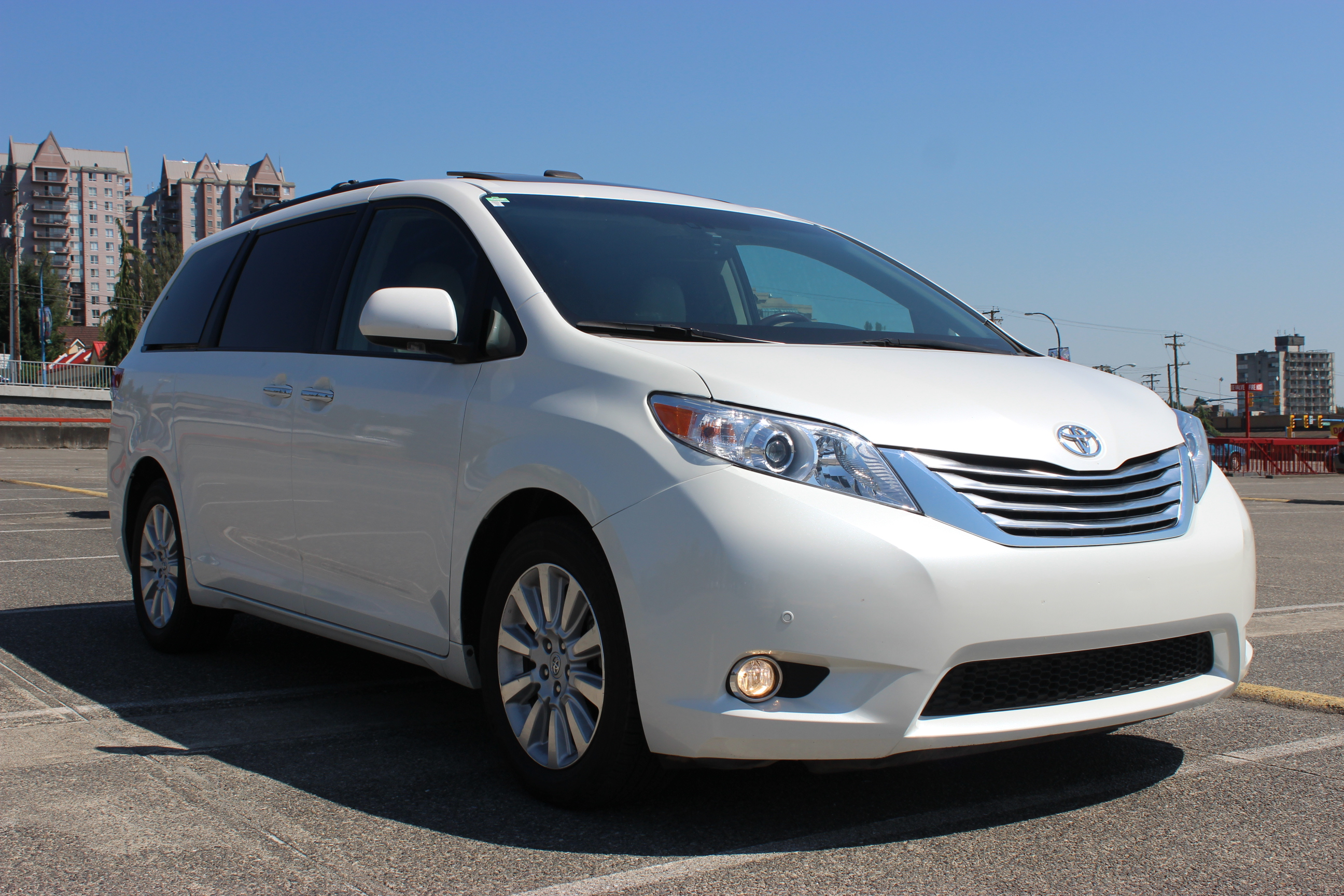 2012 toyota sienna limited awd axis auto. Black Bedroom Furniture Sets. Home Design Ideas
